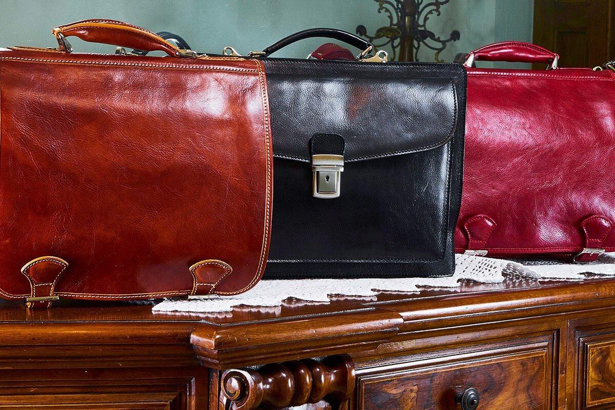 Florence Leather Market: Camaleontico, eclettico e multifunzionale, gli accessori proposti sono davvero il fiore all'occhiello che completa l'abbigliamento.Life&People Magazine lifeandpeople.it