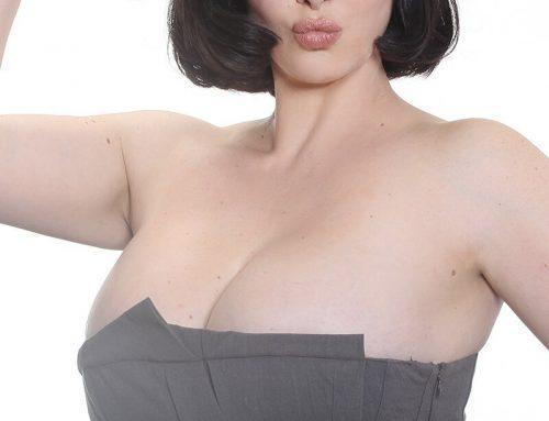 """Francesca Giuliano la """"curvy"""" più famosa della tv, tutte curve e un look anni '50"""