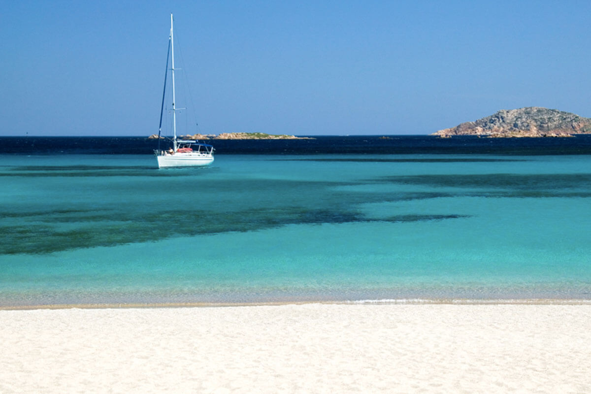 Costa Smeralda spiaggia Romazzino Life&People Magazine lifeandpeople.it
