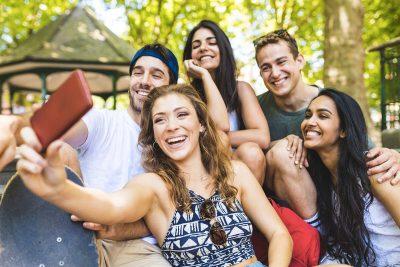 vacanze quest'estate la regola si chiama app. Life&People Magazine lifeandpeople.it