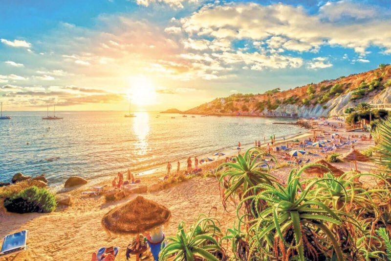 Ibiza spiaggia Cala Conta Life&People Magazine lifeandpeople.it