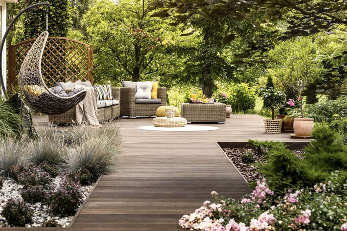 Homi Outdoor wooden terrace surrounded Life&People Magazine lifeandpeople.it