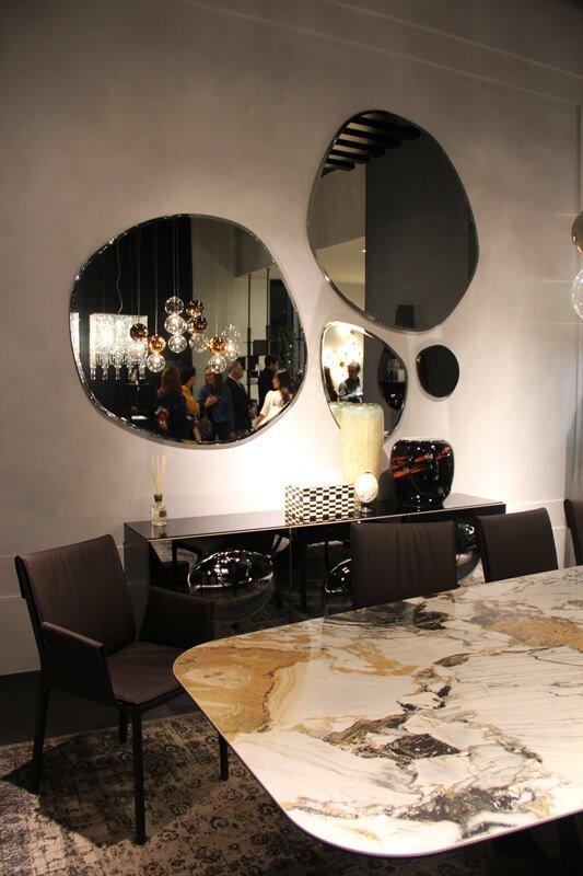 Le nuove tendenze interior design privilegiano contenitori di grande formato, quindi spazio a librerie, armadi e pareti attrezzate.