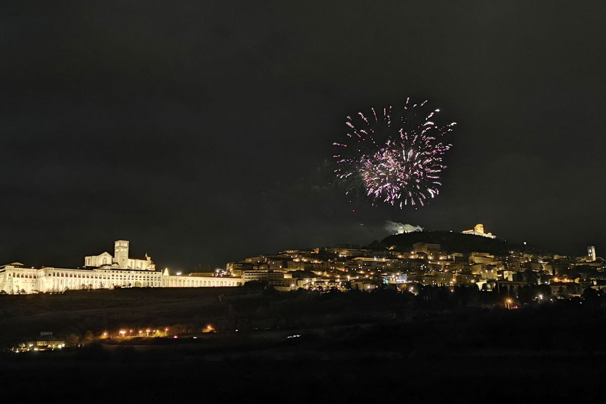 Fuochi artificio Assisi Natale Life&People Magazine lifeandpeople.it