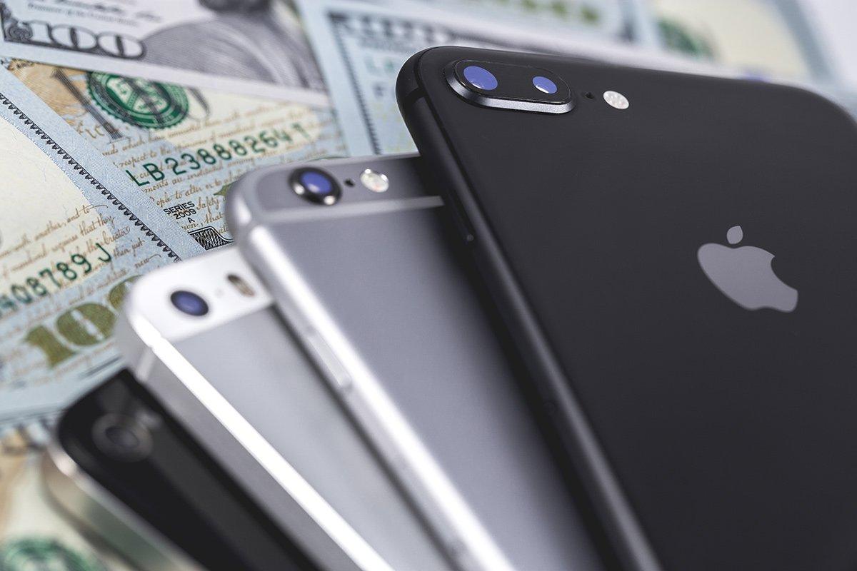 iPhone e dollari - Russia 2018 - Jonathan Ive