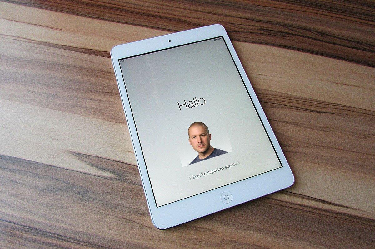 Un iPad e foto di Jony Ive Life&People Magazine lifeandpeople.it