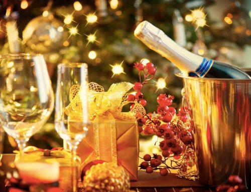 Mise en place di Natale: luci social e glitter come se piovesse
