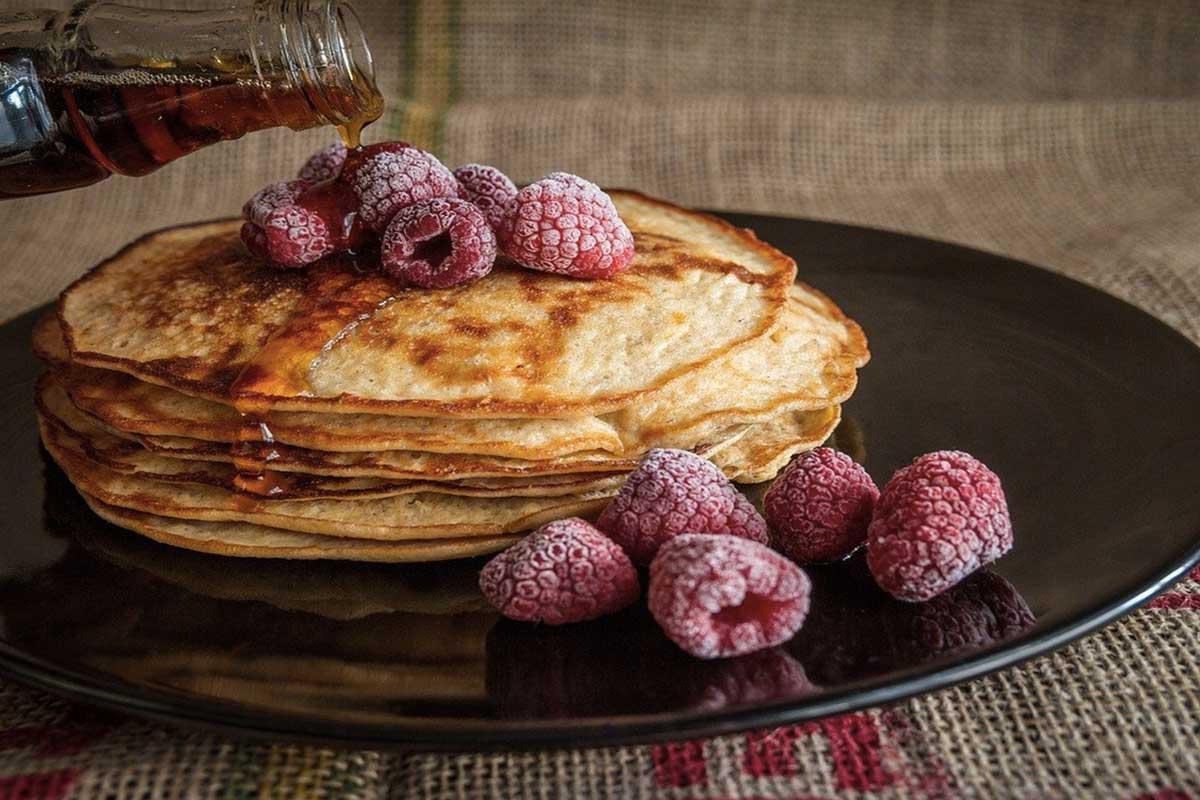 colazione gourmet con pancake Life&people Magazine LifeandPeople.it