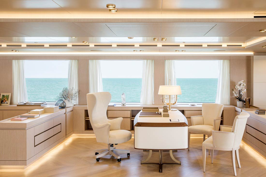 interno di uno yacht di lusso Life&People Magazine LifeandPeople.it