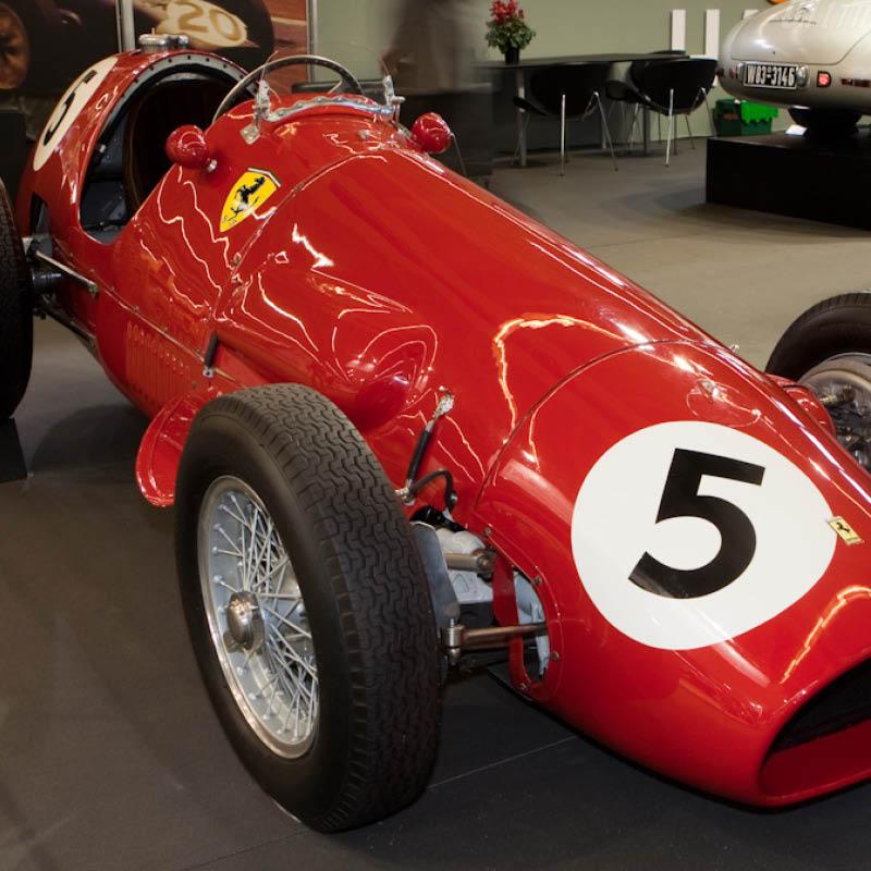 IL CAVALLINO RAMPANTE. Baracca Ferrari o Porsche?