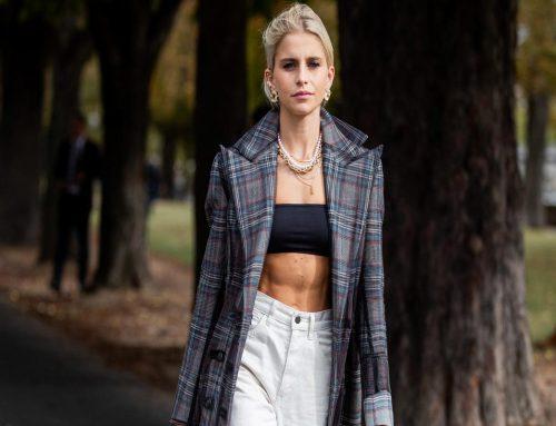 La nuova tendenza moda dell'estate: top a fascia e cropped