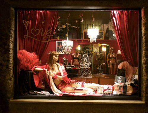 I segreti del piacere delle donne? Trucchi tra piumini e lingerie sexy