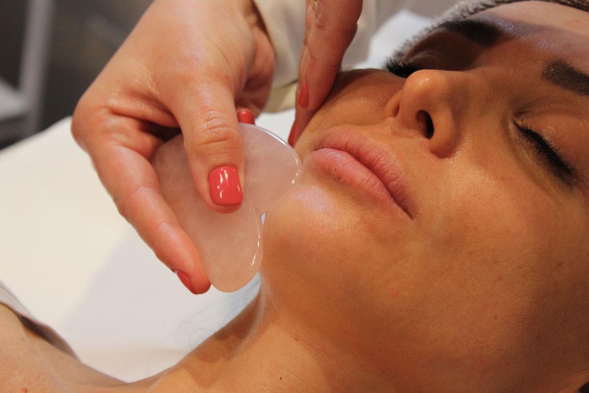 La nuova frontiera del beauty: il massaggio alla polvere di diamante Life&People Magazine LifeandPeople.it