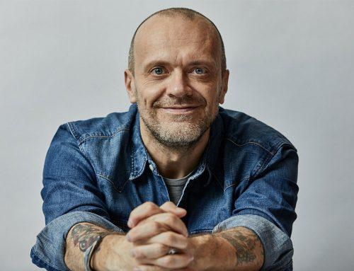 Buon compleanno Max Pezzali: auguri al famoso cantautore italiano