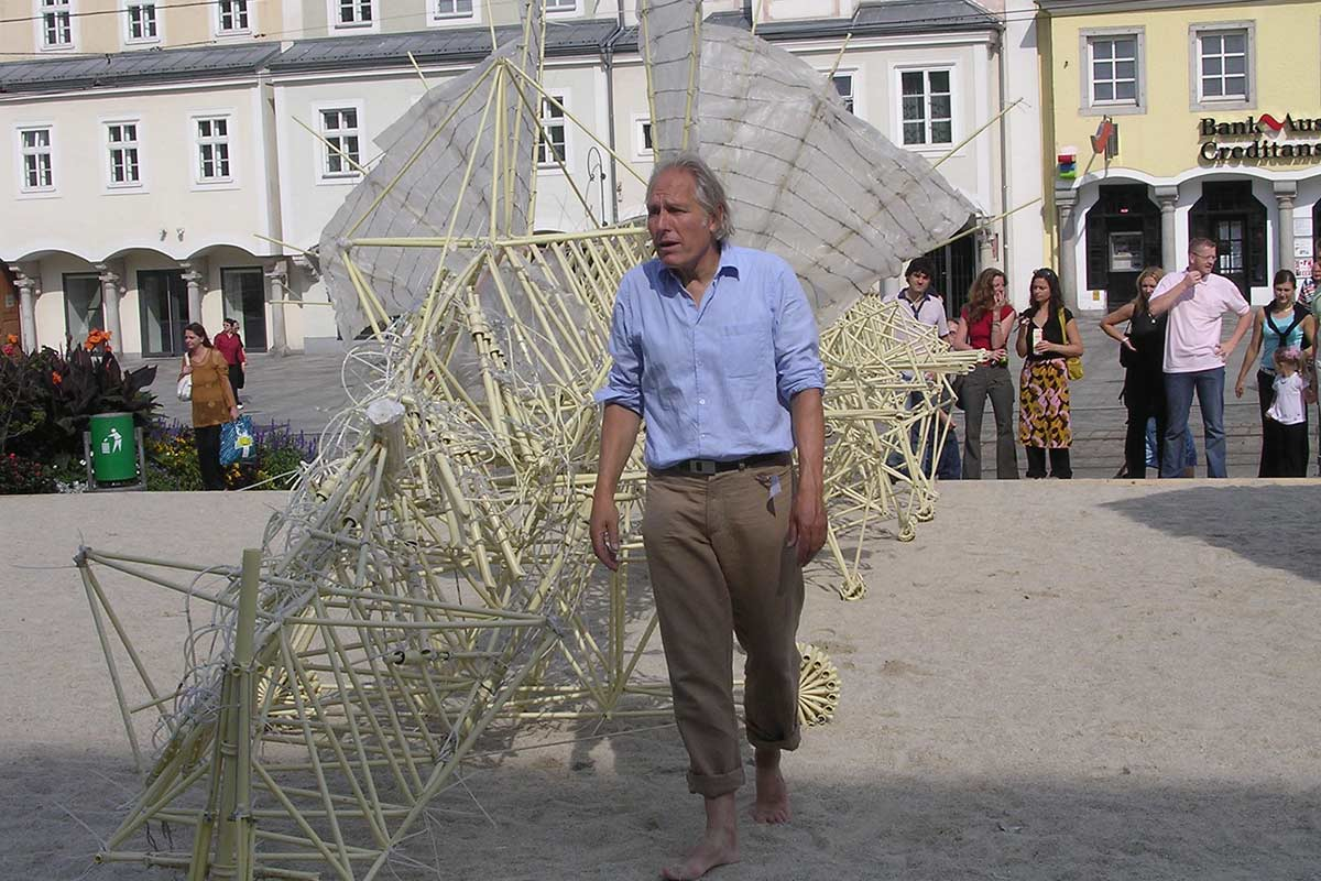 Theo Jansen e una Strandbeest Life&People Magazine lifeandpeople.it