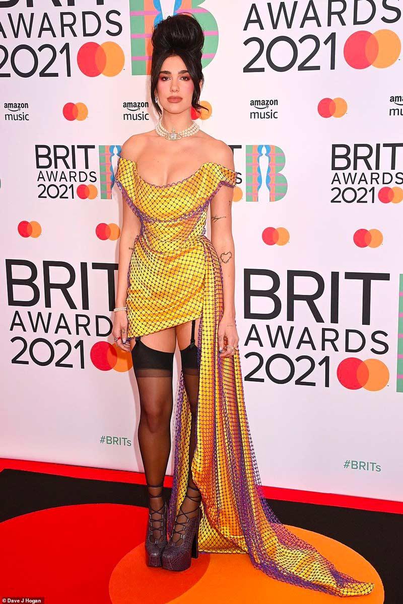 Look Brit Awards 2021 Dua Lipa Life&People Magazine LifeandPeople.it