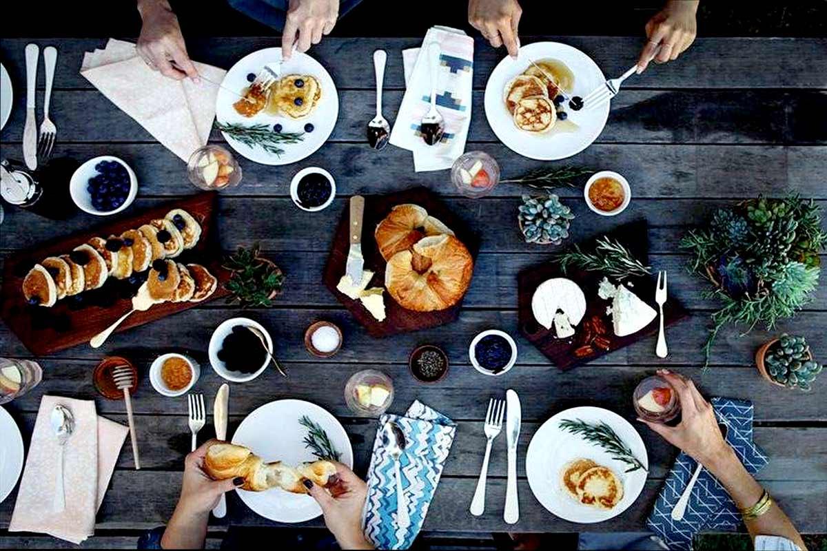 prima colazione con amici Life&People Magazine LifeandPeople.it