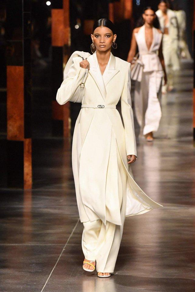 fendi sfilata collezione primavera estate 2022 Milano Fashion Week Life&People Magazine
