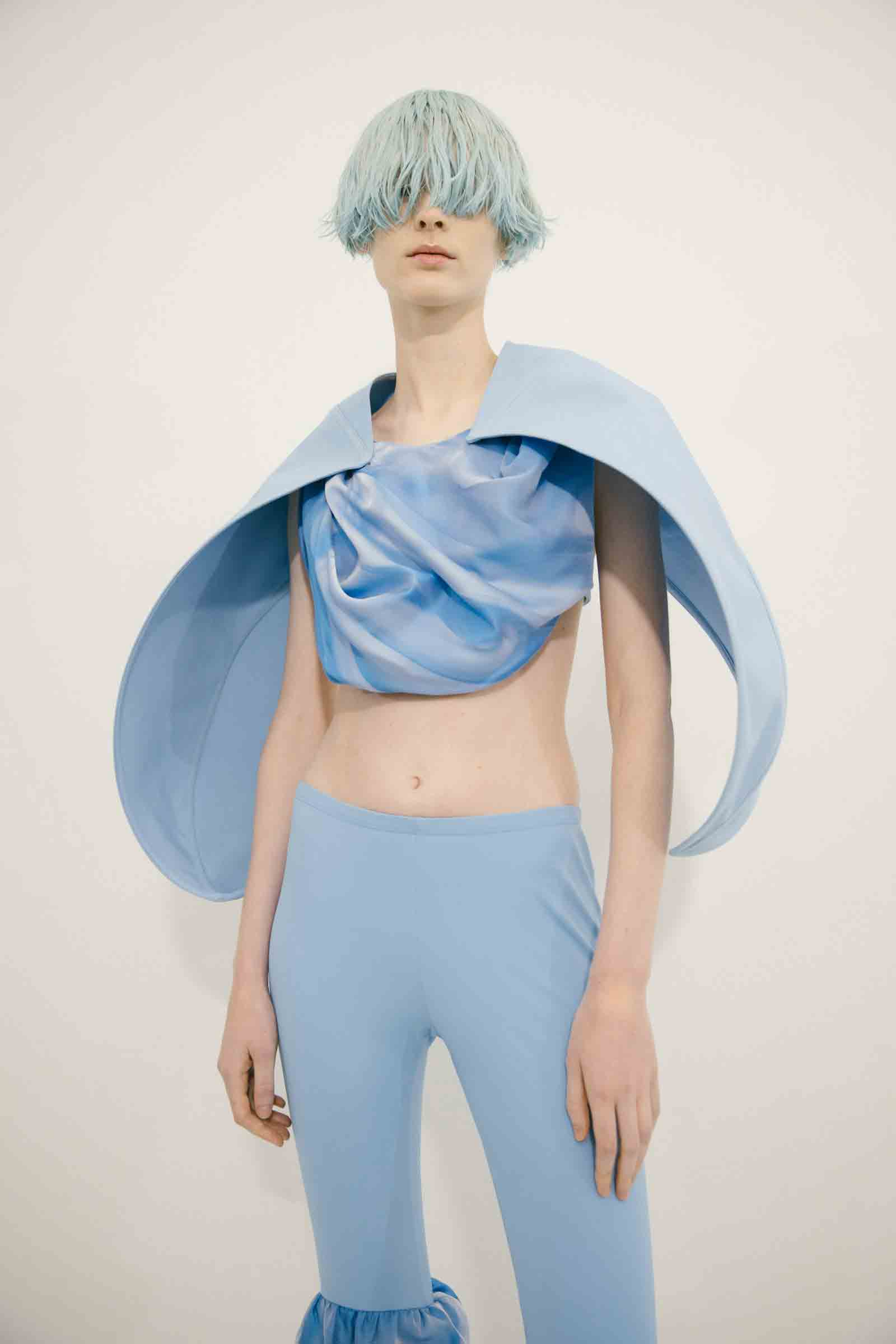 Loewe tendenze beauty hairstyle SS22