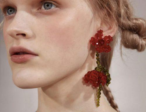 """Rosa rosso cremisi: la moda """"flower touch"""""""